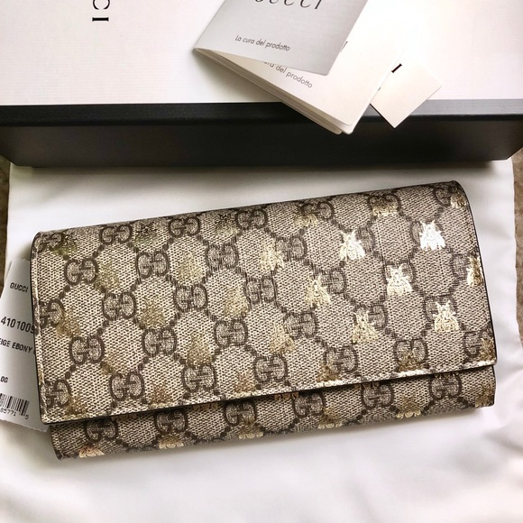 93233d71a35280 Gucci Bags | Auth Linea Gg Supreme Bee Wallet | Poshmark